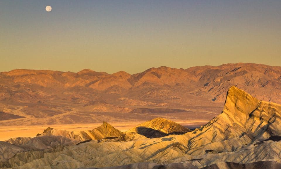 lever de soleil à zabriskie dans la death valley