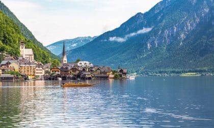 Hallstatt, La Perle Du Salzkammergut Entre Lacs Et Montagne