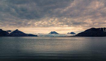 spitzberg-glacier-sunset-header