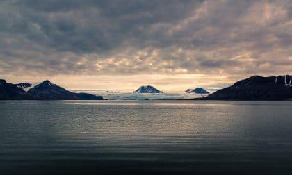 glacier spitzberg au coucher de soleil