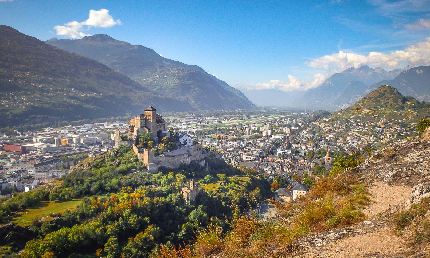 valais suisse sion château