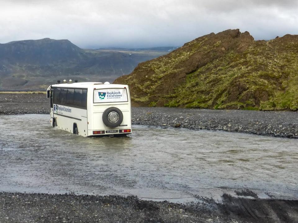 islande-bus-gué