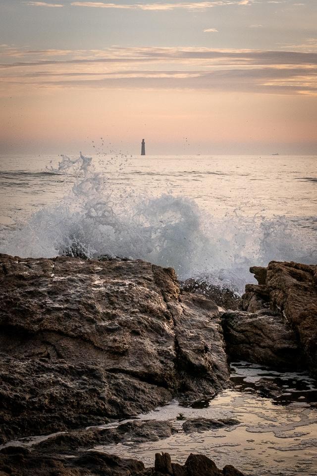 vague devant le phare